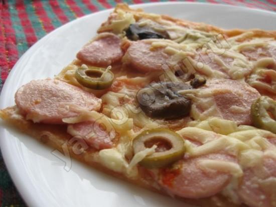 Готовая свежая пицца