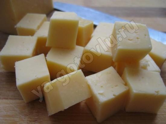 Сыр нарезаный кубиками
