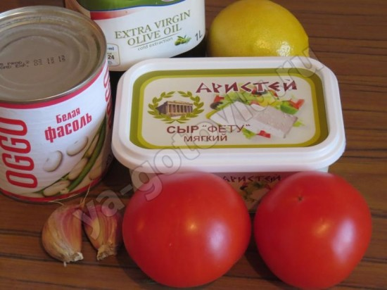 Ингредиеты для салата с помидорами, фасолью и фетой