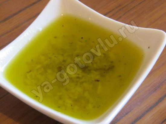 Заправка из оливкового масла и лимонного сока