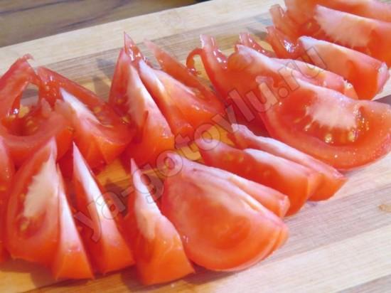Помидоры нарезанные дольками для салата