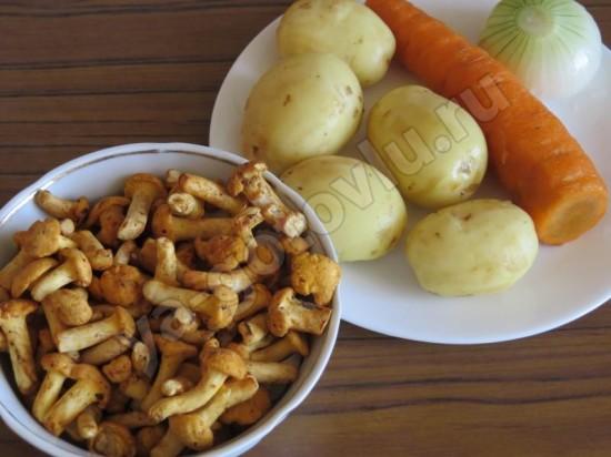 Ингредиенты для грибного супа с лисичками