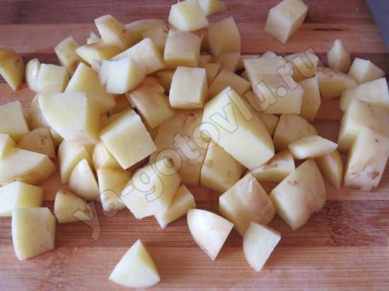 Картофель кубиками для грибного супа с лисичками