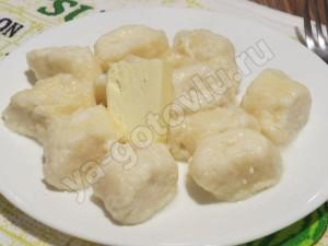 Ленивые вареники со сливочным маслом