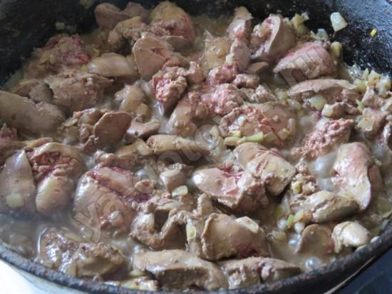 Жаренный лук и куриная печень