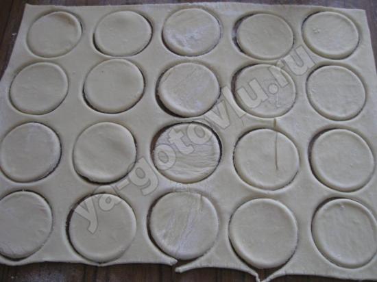 Кружки из слоеного теста
