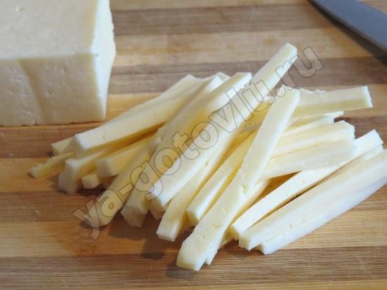 Сыр нарезанный соломкой