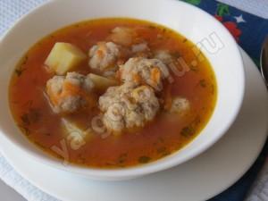Томатный фасолевый суп с фрикадельками