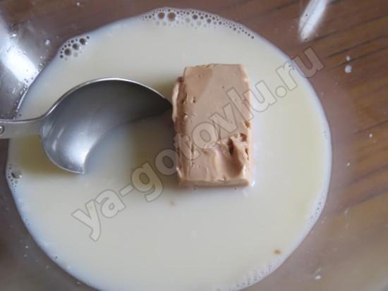 Теплое молоко и дрожжи